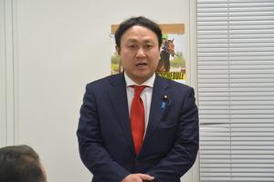 北藤商店会新年会で挨拶する木村衆院議員20186